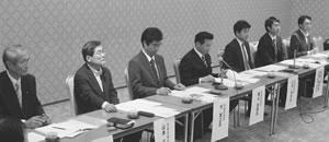 左から中島・山本府議、平・福山・山井議員、前原議員代理の齋藤氏、中野市議