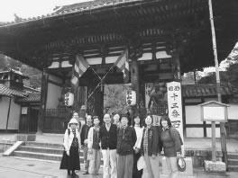 石山寺の前にて