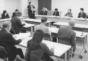 22人が出席して開かれた伏見医師会との懇談会