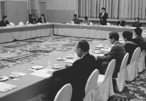 28人が参加して開かれた左京医師会との懇談会