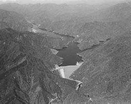 徳山ダムの全景