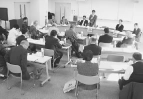 27人が出席して開かれた宇治久世医師会との懇談会