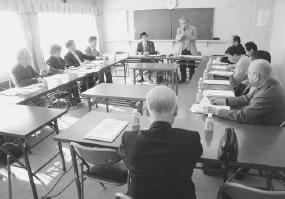 13人が出席して開かれた右京医師会との懇談会