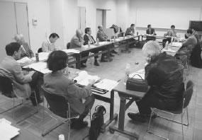 15人が出席して開かれた綴喜医師会との懇談会