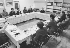 10人が出席して開かれた東山医師会との懇談会