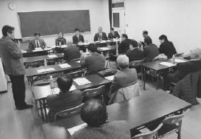 19人が出席して開かれた綾部・福知山医師会との懇談会