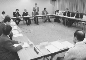 12人が出席して開かれた西京医師会との懇談会
