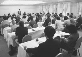 52人が出席して開かれた相楽医師会との懇談会