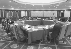 14人が出席して開かれた京都北医師会との懇談会