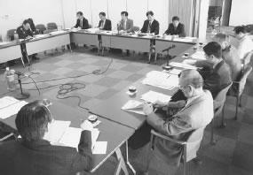 18人が出席して開かれた上東・西陣医師会との懇談会