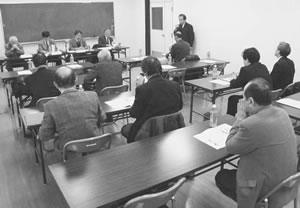 16人が出席して開かれた綾部・福知山医師会との懇談会