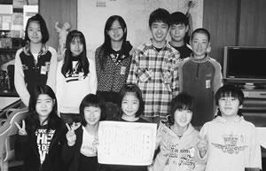 京都小児科医会・京都府保険医協会からの感謝状を受け取った子どもたち