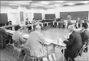 17人が出席して開かれた舞鶴医師会との懇談会