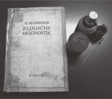 父が所持していた医学書と衛生用品