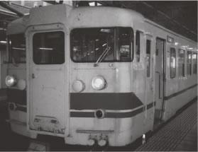 富山発直江津行列車、だんだんうらびれてくる