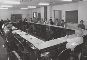 21人が出席して開かれた中京東部・中京西部両医師会との懇談会