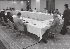 23人が出席して開かれた下京東部医師会との懇談会