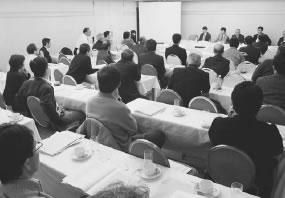 44人が参加して開かれた相楽医師会との懇談会